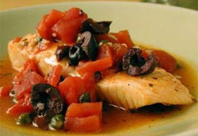 Cod fiert in bulion de rosii picant