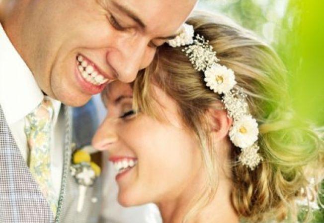 4 modalitati de a purta flori in par in ziua nuntii