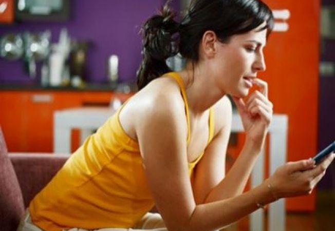 SMS catre fostul partener: 6 replici pe care sa le eviti cu orice pret