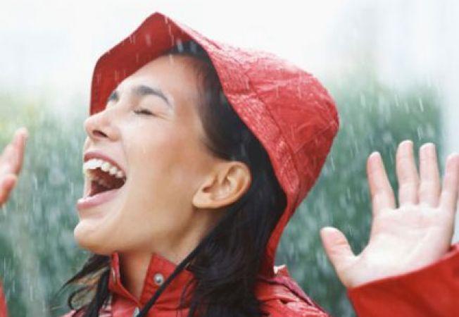 Cum sa arati impecabil in zilele ploioase: 5 ponturi care te-ar putea ajuta