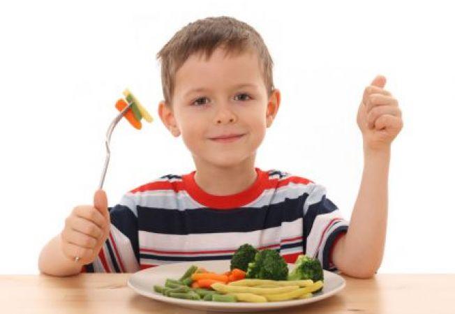 Frecventa meselor si greutatea copilului: cum se influenteaza reciproc?