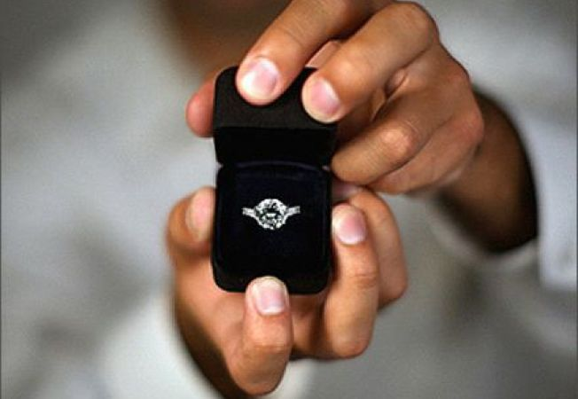 Miresele moderne isi cumpara singure inelul de logodna
