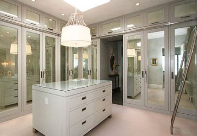 6 spatii moderne cu usi de oglinda