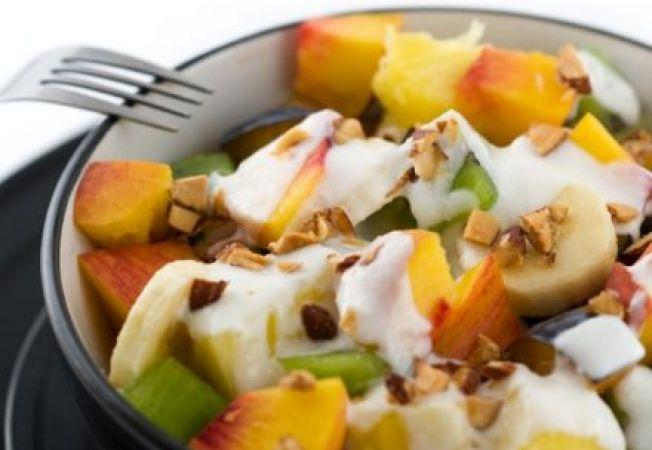 Salata de fructe cu iaurt si cereale