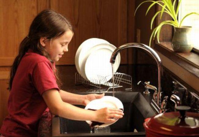 4 treburi casnice pentru care nu este indicat sa mituiesti copilul