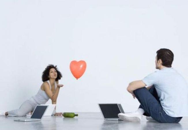 Ti-ai cunoscut partenerul online? Vei avea o casnicie mai fericita