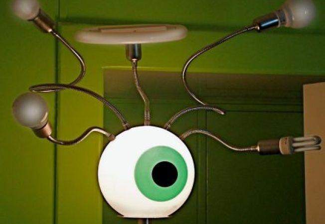 6 corpuri de iluminat trasnite, care inveselesc un decor banal