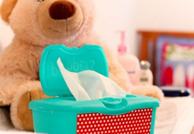 8 moduri sa folosesti servetelele umede pentru bebelusi la treburile casnice