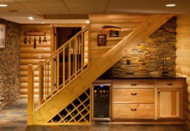 4 idei interesante pentru amenajarea spatiului de sub scari