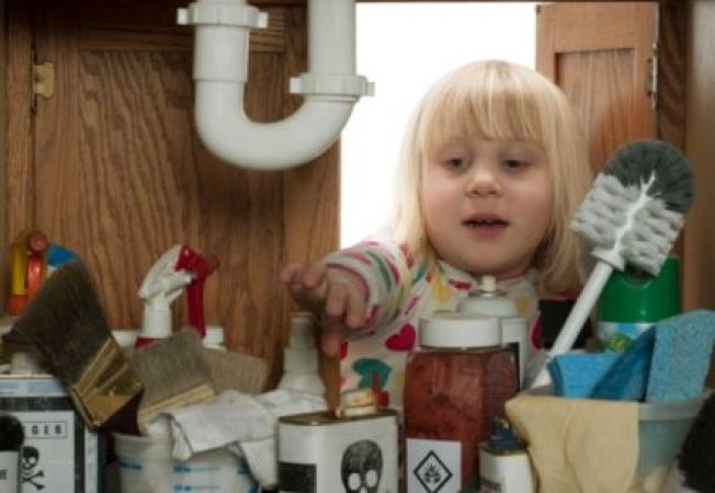 5 ponturi pentru a preveni intoxicatia la copii