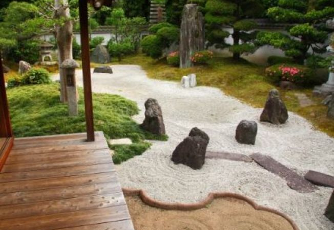 Cum sa-ti amenajezi o gradina Zen la tine in curte