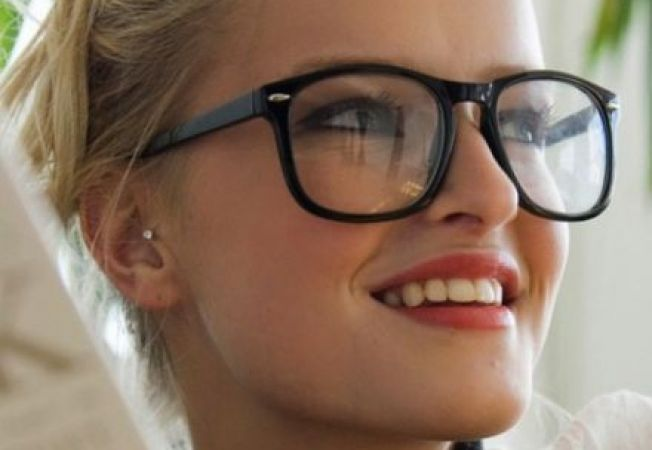 Cum sa ai un look chic daca porti ochelari