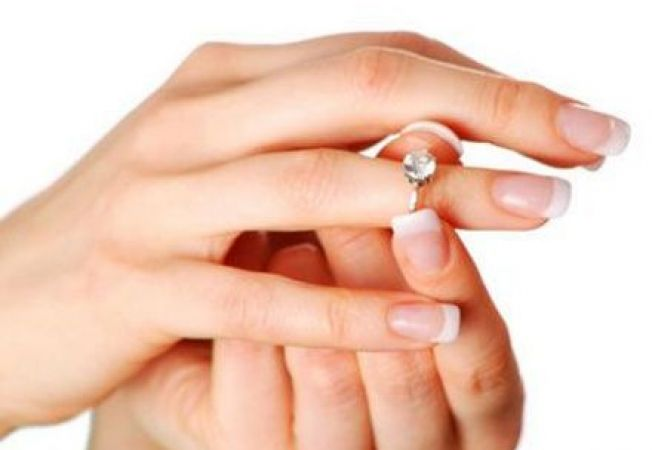 Cum scoti de pe deget un inel intepenit in 4 pasi simpli