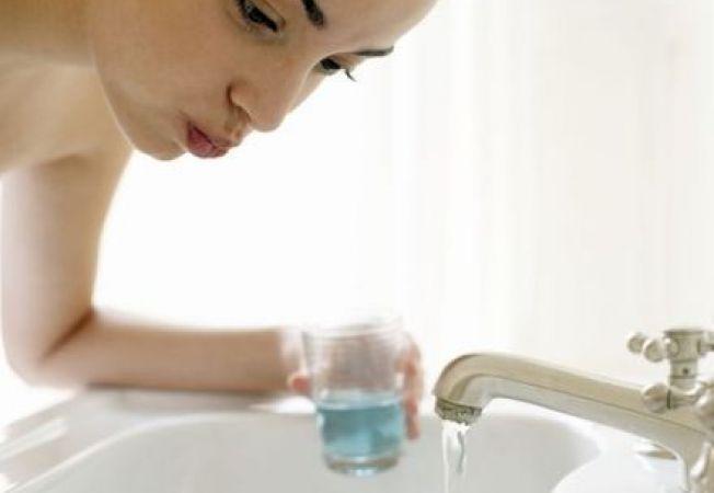 3 utilizari ale apei oxigenate in curatenia casei