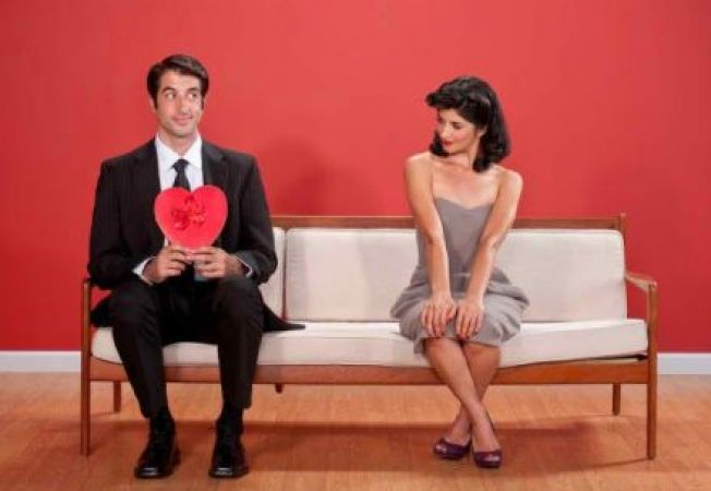 Iesi cu un barbat timid? 5 trucuri care il vor ajuta sa se simta mai confortabil in relatie
