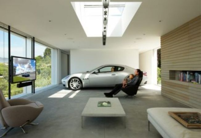 Masini parcate in casa: moda, moft sau necesitate?