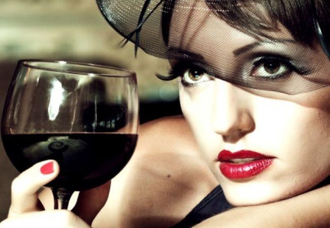 Consumul de alcool iti ameninta frumusetea pielii mai mult decat crezi