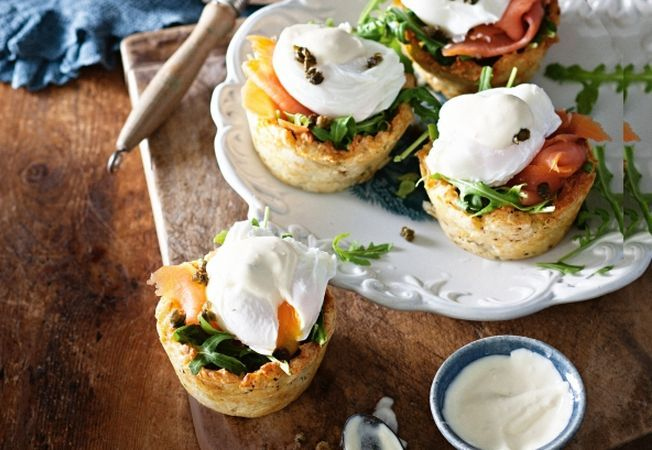 Tarte din cartofi cu oua ochiuri si somon