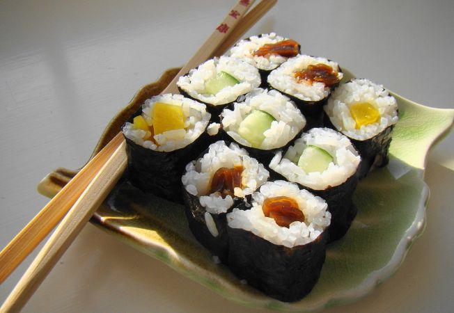 Din secretele bucatariei japoneze: Trucuri pentru prepararea unui sushi ca la carte