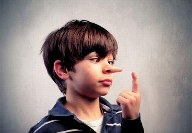 De ce mint copiii? Adevaratele motive din spatele minciunilor
