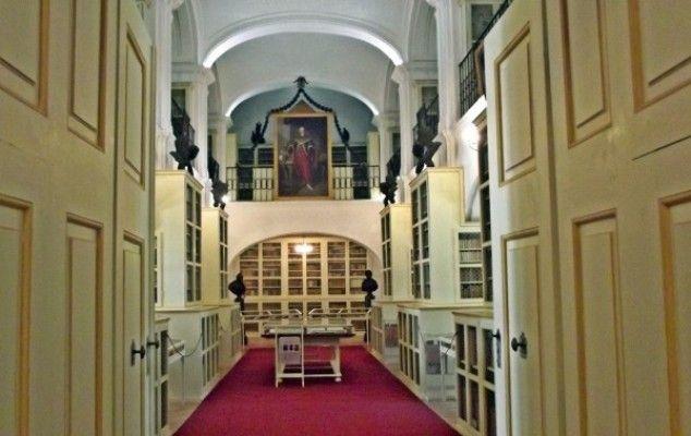 Biblioteca Teleki functioneaza din 1802 in continuu