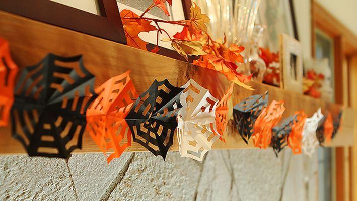 "Decoratiuni de Halloween: fa-ti propria ghirlanda ""panza de paianjen""!"