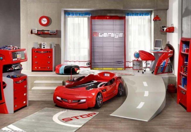 Camera perfecta pentru un baietel: design cu masini sport