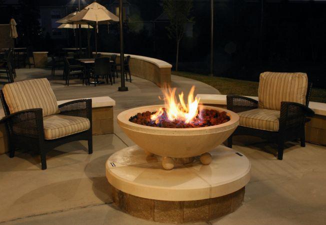 Decoreaza-ti gradina de iarna cu vetre de foc: 4 modele care vor incalzi atmosfera