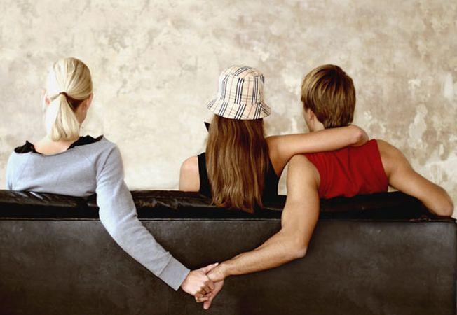 5 semne care iti arata ca nu ar trebui sa ai incredere in iubitul tau!