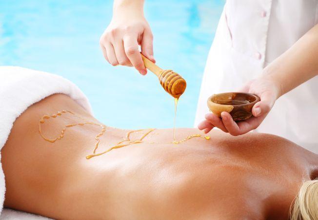 Impachetarile cu miere, izvor de frumusete pentru corpul tau