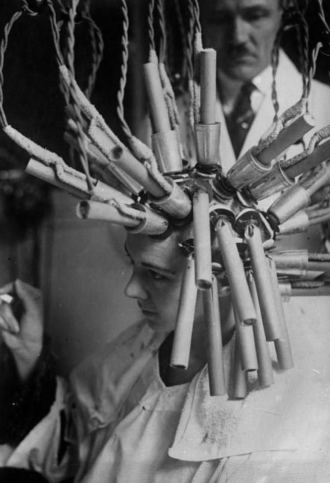 Tratamentele de infrumusetare infricosatoare prin care treceau femeile in anii '20- '30-'40