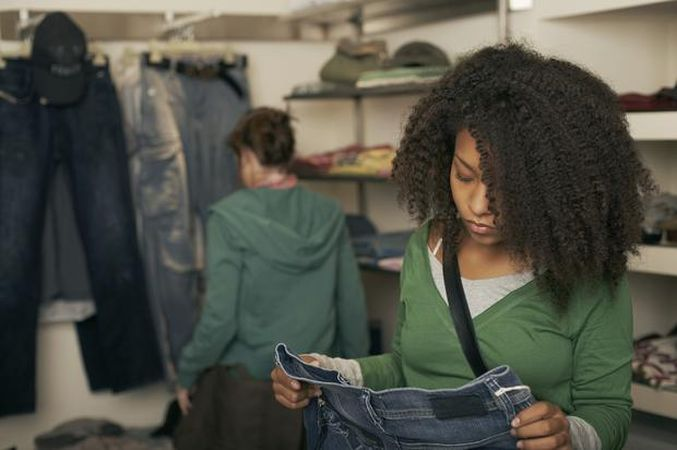 5 lucruri care iti arata ca ai de-a face cu haine false