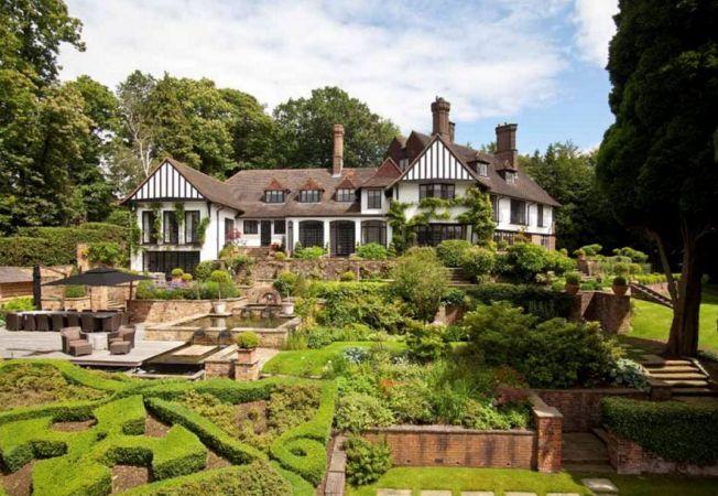Case de lux: ti-ar placea sa locuiesti in fosta vila a lui John Lennon?