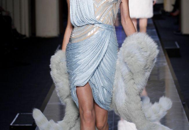 Noua colectie de primavara de la Versace, o explozie de cromatica fabuloasa