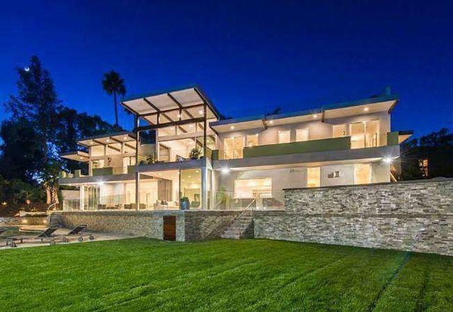 """Case de lux: un """"mic"""" paradis imobiliar din Los Angeles, modern si cochet"""