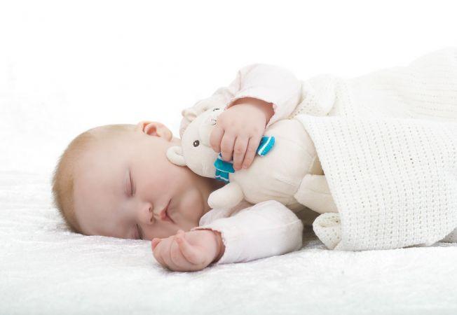 Jucariile muzicale pentru adormit bebelusul, puse la zid de specialisti! Ce pericol se ascunde in sp