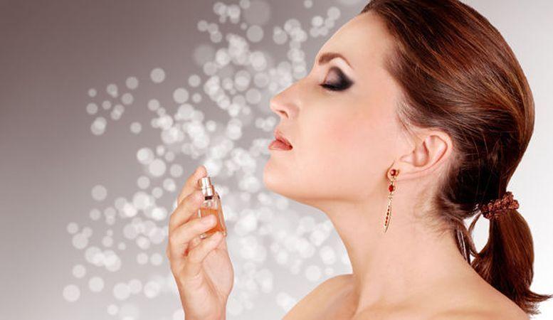 Trucuri pentru pastra mai timp parfumul pe pielea ta