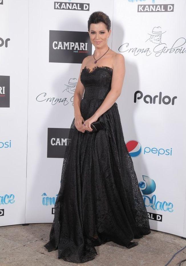 Stil de vedeta: Simona Patruleasa, eleganta si sexy chiar si la 40 de ani!