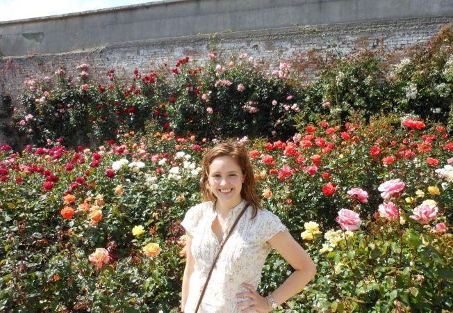 Cu ce flori isi asortezi trandafirii din gradina. Iata 6 sfaturi pline de inspiratie!