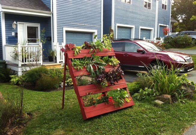 Intrebuintari inedite in gradina ta pentru paletii de lemn. Uite ce poti face din ei!