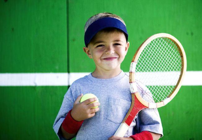 Activitati de vacanta pentru copil: De ce merita sa il inscrii la tenis de camp