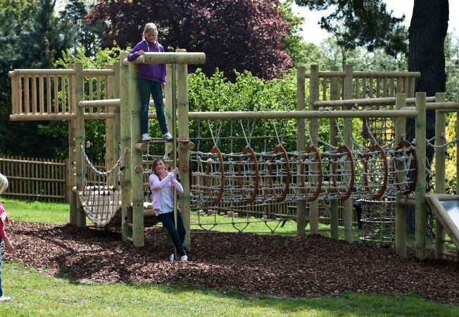 Gradina cu jucarii: Uite ce loc minunat poti amenaja acasa pentru copiii tai!