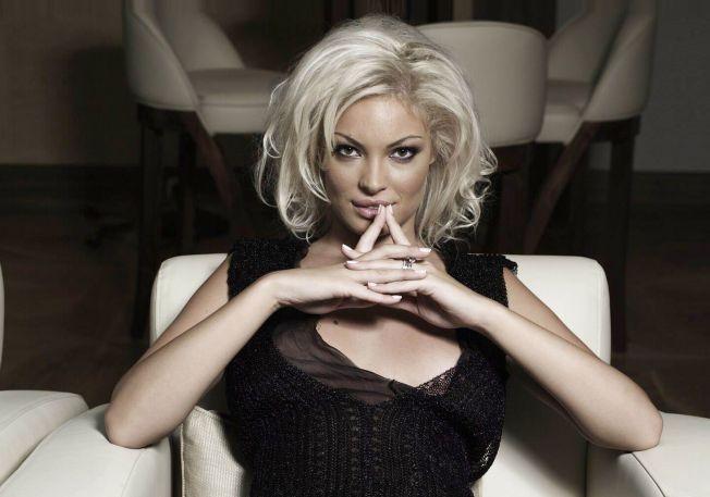 Simplu, clasic, sexy: stilul Valentina Pelinel