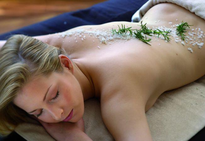 Sarea, un elixir nebanuit al frumusetii. 5 moduri in care o poti folosi in ingrijirea pielii