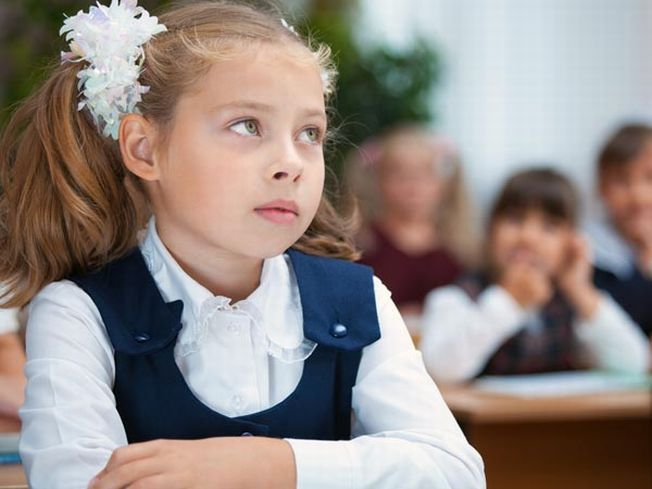 Copilul tau este emotiv si rusinos la scoala? Iata cum il ajuti sa lupte mai usor cu timiditatea!
