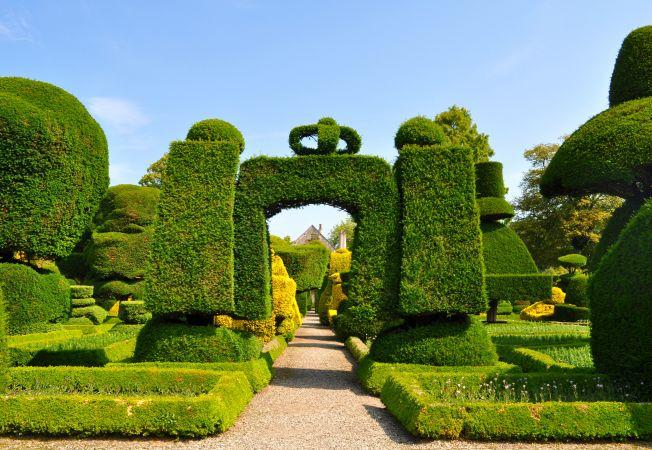 Cele mai frumoase gradini: Levens Hall din Marea Britanie, spectacolul verde al arbustilor ornamenta