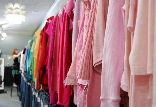5 motive pentru care merita sa iti cumperi haine second hand!