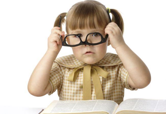 Copilul tau vede bine? 5 semne ca are nevoie de ochelari
