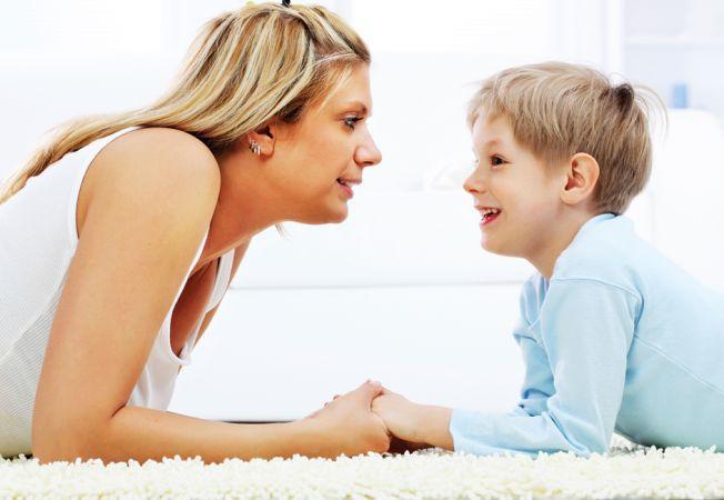 Cum vorbesti cu copilul tau? 5 replici la care trebuie sa renunti acum