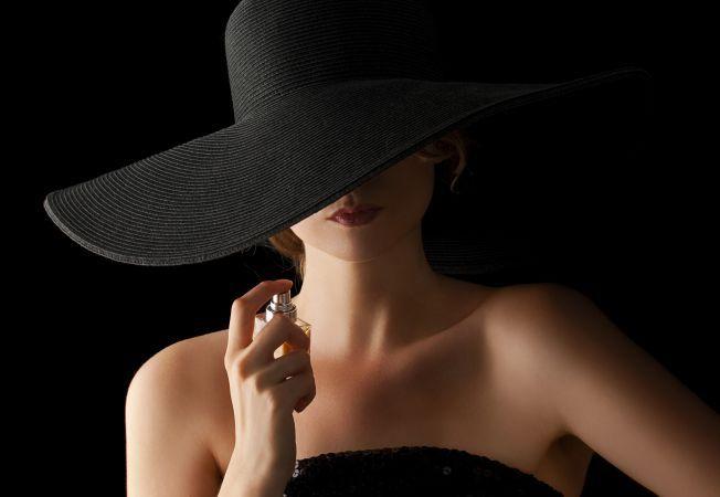 Cele 7 parfumuri cu care iti seduci partenerul